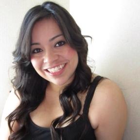 sigourney-nunez-latina-nail-art-blogger