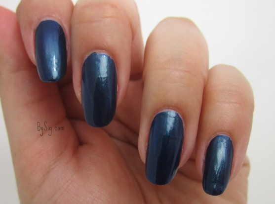 blue-velvet-marc-jacobs-nail-polish
