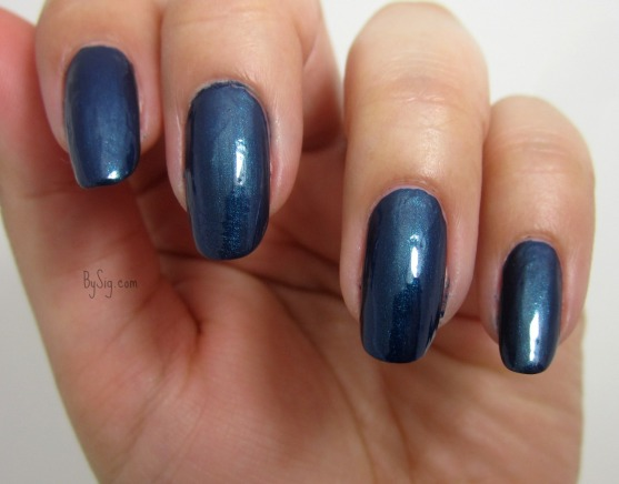 blue-velvet-marc-jacobs-swatch