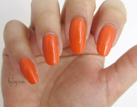 marc-jacobs-orange-snap-nail-polish