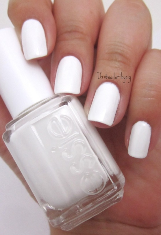 essie-blanc-valentines-day-nails